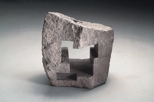 Uli Gsell, Imkubus IV, 2000, Basaltlava, 30 x 30 x 25 cm