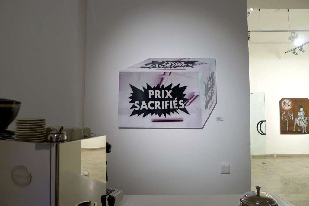 """Prix Sacrifiés"" (Schaufenster, Paris – Barbès), 2012 (Ausstellungsansicht 30 Works Galerie, Köln)"