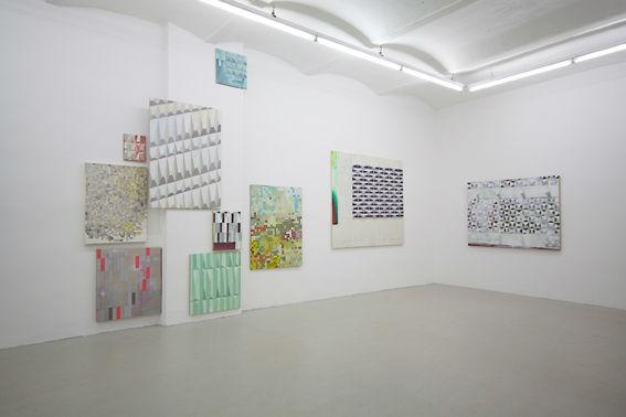 Von Vorne, Fassadenbilder 2012, Ausstellungsansicht, Galerie Hafemann, Wiesbaden