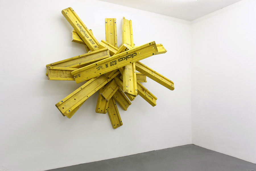 Follow the Law of Gravity, Dokabalken 360 x 330 x 112 cm,  2009
