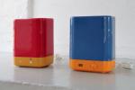 Geräteobjekte: links AEG 2, rechts AEG 3, je 28 x 22,5 x 16 cm, 2010 Unterteil von gebrauchten Joghurtmaschinen incl. Anschlusskabel; Lampe leuchtet beim Einschalten; keine weitere elektrische Funktion; Oberteil aus gefrästem, hochglanzlackiertem MDF