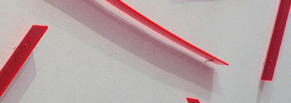 modular 11 - swarming, 2012, ortsbezogene Installation, fluoreszierendes Plexiglas, 300 x 640 x 4 cm (Galeriehaus Nord Nürnberg)