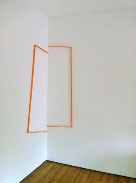raumlinien 26_2013_orange_ installation_ca.144 x 58 x 42 cm_gewebe gefärbt