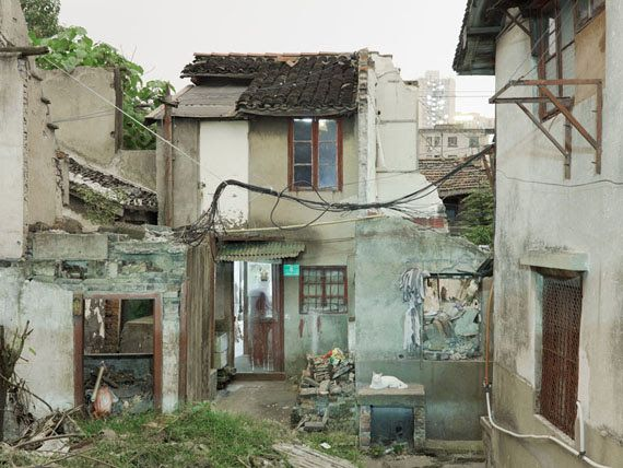 "Peter Bialobrzeski ""Nail Houses #09"" aus der Serie ""Nail Houses – or the Destruction of Lower Shanghai"""