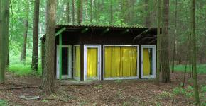 Daniel & Geo Fuchs: Wandlitz, Honeckers Gartenhütte, 2007, C-Print/Diasec, 70,5 x 88 cm
