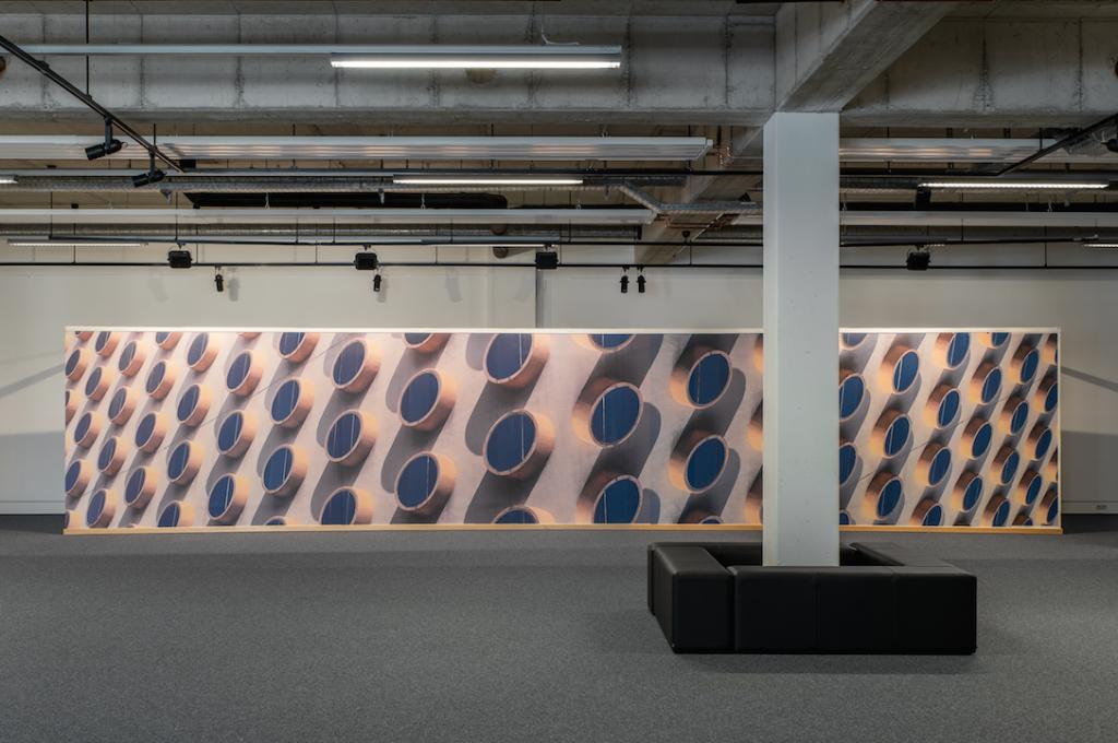 """""""Tobias Grewe – DESTILLAT"""", Installation im Kunstverein Sundern-Sauerland (2,20 x 11 m)"""
