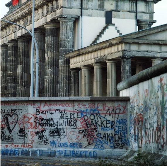 Manfred Hamm: Brandenburger Tor, 1988, Farbfoto, Unikat, 120 x 120 cm Courtesy Galerie Georg Nothelfer