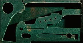 Sinje Dillenkofer: CASE 22, 43,5 × 82,5 cm Perkussions-Revolver System Colt, Mitte 19. Jh. (Historische Sammlungen Tiroler Landesmuseen) © Sinje Dillenkofer 2015