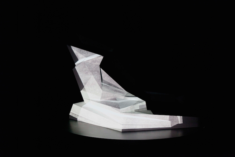 PHANTOM MONUMENT, 2015 Modell auf Drehsockel, drei Projektoren (c) Ralf Werner