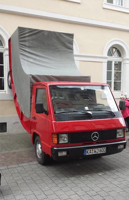 Erwin Wurm, Truck, 2011 -  mit Strafzettel am Weinbrenner Haus