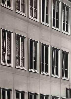 Windows, 2012, Kohle auf Papier, 76,5 x 53,5 cm
