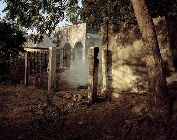 Residentur, Kamerun 2012 Archival pigment print, 104x128 cm © Andréas Lang