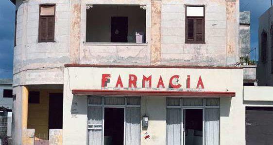 FARMACIA (Havana), 2006 © Charles Johnstone / Courtesy Jörg Maaß Kunsthandel