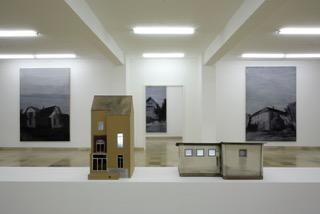"""Installationsansicht: Ivan Bazak, """"Häuser"""", Kewenig, Köln, 08.02 - 30.03.2008"""