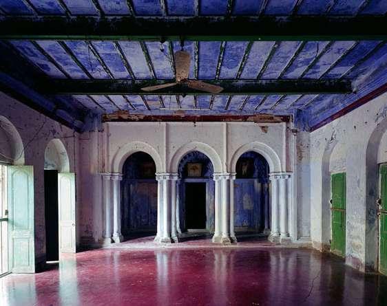 "Thomas Jorion: Serie ""Vestiges d'Empire"", Institution Religieuse, Salle Commune, Chandernagor, Indien, 2014"