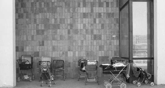 Roger Melis, Marzahn #12, Berlin 1983 19 x 28 cm auf 24 x 30 cm Archival silver gelatine print, Edition of 7+2ap © Nachlass Roger Melis / Mathias Bertram
