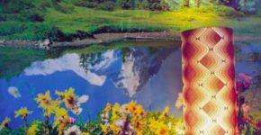 """Thomas Wrede: Gebirgslandschaft mit Kissen und Stehlampe, 2000 aus der Serie """"Domestic Landscapes"""", Pigmentdruck (2017), 110 x 91 cm © Thomas Wrede, VG Bild-Kunst, Bonn, 2017 Courtesy Mike Karstens, Münster; Wagner + Partner, Berlin und Beck & Eggeling, Düsseldorf"""