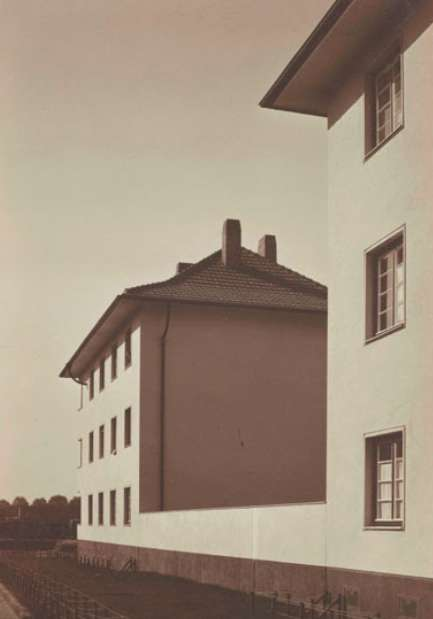 Werner Mantz: Housing block on Ruhrorterstrasse, Köln, um 1929, Bromide print Museum Ludwig, Cologne © VG Bild-Kunst, Bonn 2017 Photo: Rheinisches Bildarchiv Köln, Cologne