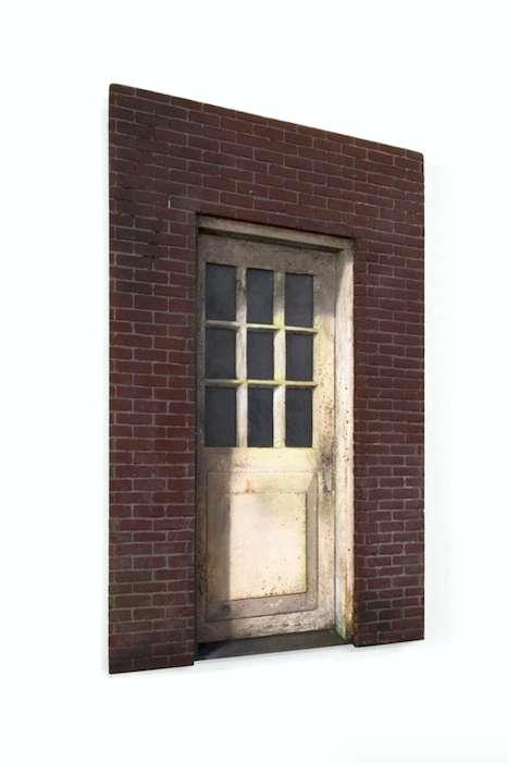 Front Door, 2016, MDF, glas, messing, alkyd verf., 13 x 25 x 2 cm, Edition of 15
