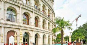 Alfred Seiland: Hotel Colosseo, Europa-Park, Rust, Deutschland, 2011 © Alfred Seiland